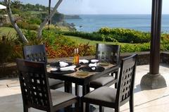 【サミサミ】緑の芝生と眼下に広がる海が印象的なレストラン