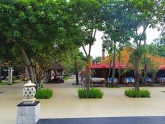 【バリ・コレクション】広い敷地内にレストランやショップが並ぶ