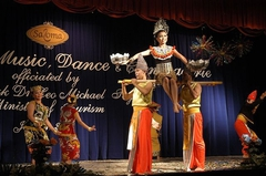 【サロマ・シアター】珍しい少数民族の踊り
