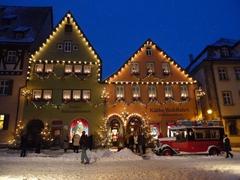 【ケーテ・ウォルファルト・クリスマス・ビレッジ】冬は外のイルミネーションもクリスマスの雰囲気を出す