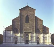 【サン・ペトローニオ聖堂】未完成のままの特徴的な外観