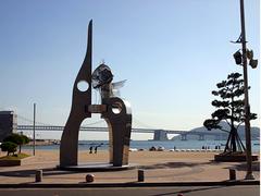 【広安里(コウアンリ)】広安里海岸沿いに造られた観光テーマ通り