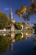 【ベルン大聖堂】アーレ川に写る塔の姿も美しい