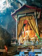 【カオプーン洞窟】洞窟の中に佇む仏像