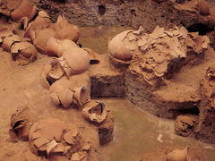 【バン・チェン遺跡】発掘された高度な壺