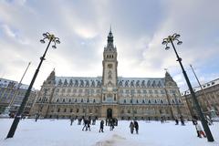 【ハンブルク市庁舎】壮大で美しい市庁舎の建物。