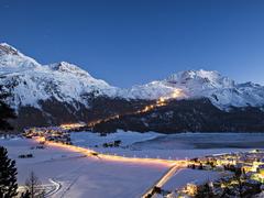 【コルヴァッチ展望台】ナイトスキー用にライトアップされたゲレンデは、スイス一の長さ(4.2km)を誇る