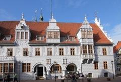 【市庁舎と市教会】ヴェーザールネッサンス様式の市庁舎