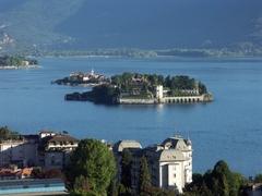 【マッジョーレ湖】上空からベッラ島と湖全体