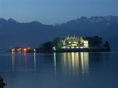 【マッジョーレ湖】夜のベッラ島