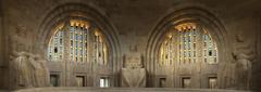 【諸国民戦争記念碑】記念碑内部は荘厳な雰囲気に満ちている