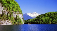 【ケーニヒス湖遊覧】オーストリアとの国境に近い湖はベルヒテスガーデンのアルプス山脈にある