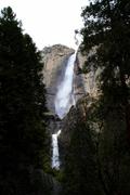 【ヨセミテ滝】豊富な水量で迫力のある滝