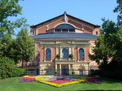 【祝祭歌劇場】ワグナー自身もデザインを手がけた歌劇場