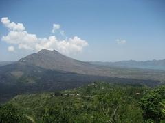 【キンタマーニ高原】バトゥール山と湖を見下ろす眺望