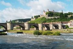 【マリエンベルク要塞】川の向こうから見るマリエンブルグ要塞