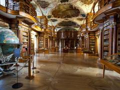 【大修道院付属図書館】ロココ調の装飾が美しいバロックサール