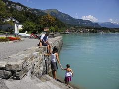 【ブリエンツ湖】天気の良い日は湖畔でのんびりと