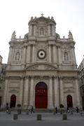 【サン・ポール・サン・ルイ教会】大通りに面して立つ