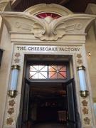 【チーズケーキ・ファクトリー】ボリューミーなコブサラダ、シェアがオススメ