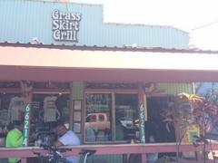 【グラス・スカート・グリル】ハレイワのメインストリートの人気店