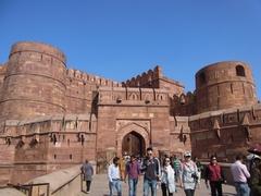 【アグラ城】ムガル帝国の栄華を今に伝える強大な要塞