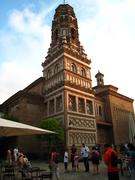 【スペイン村】建築物の内部はみやげ物店やレストラン