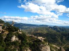 【モンセラット】週末は人気のハイキングコース