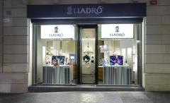 【リヤドロ】店の規模は小さいが様々な商品が揃う