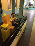 【ハワイ・チルドレンズ・ディスカバリー・センター】オアフ島のシンボルのひとつであるザ・バスを運転できる