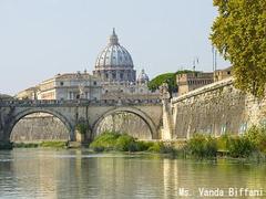 【サン・ピエトロ大聖堂】テベレ河より望むサンピエトロ大聖堂 Ms. Vanda Biffani