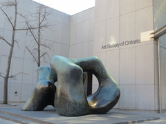 【オンタリオ美術館(AGO)】ダウンタウンの非常にアクセスしやすい場所にある