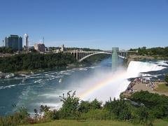 【レインボー・ブリッジ】長さ440mの橋は5~6分で渡ることができる