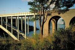 【レインボー・ブリッジ】カナダとアメリカの国境の橋だ