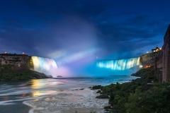 【カナダ滝】夜にはイルミネーションで彩られる