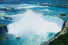 【カナダ滝】見事な弧を描いた滝