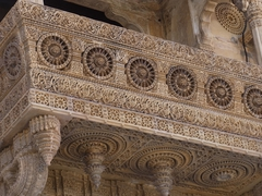 【ジャイサルメール城塞】美しい彫刻の壁面