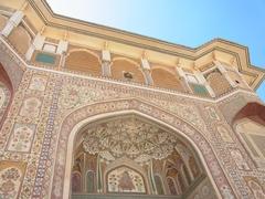 【アンベール城】美しい装飾のガネーシヤ門