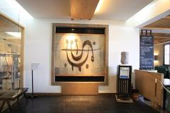 【アノーキ】ビルの2階の入り口