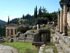 【デルフィの古代遺跡】アテネ人の宝庫とブレフテリオン