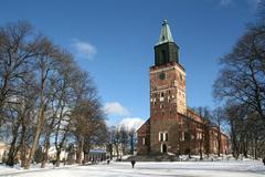 【トゥルク大聖堂】雪の中にたたずむトゥルク大聖堂