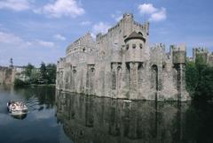 【フランドル伯の城】迫力ある中世の古城