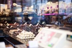 【チョコレート・ライン】プラリネがずらりと並ぶ