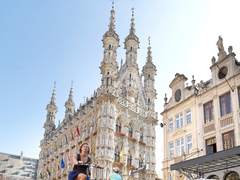 【市庁舎】市庁舎の前は人々が行き交うマルクト広場©Milo-Profi