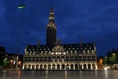 【大学図書館】夜はライトアップされて美しい©ToerismeLeuven