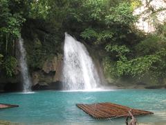 【カワサン滝】エメラルドグリーンの美しい滝