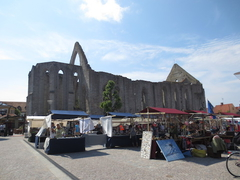 【ゴットランド、ビスビー】町の中心の広場と教会の廃墟