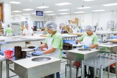 【ビッグアイランド・キャンディーズ】店内ならば工場の様子を見学することもできる
