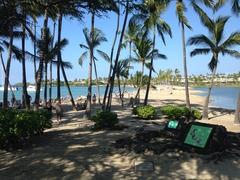 【アナエホオマル・ビーチ】海と養魚地にはさまれた美しいビーチ。