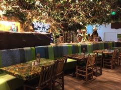 【レインフォレスト・カフェ】座席も沢山あるので大人数でもOK